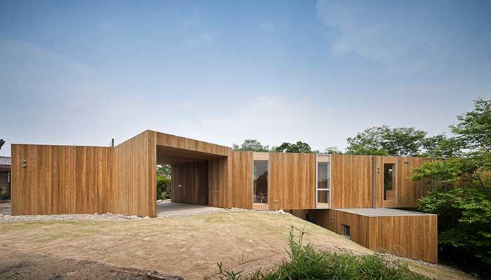 rumah minimalis di bidang miring